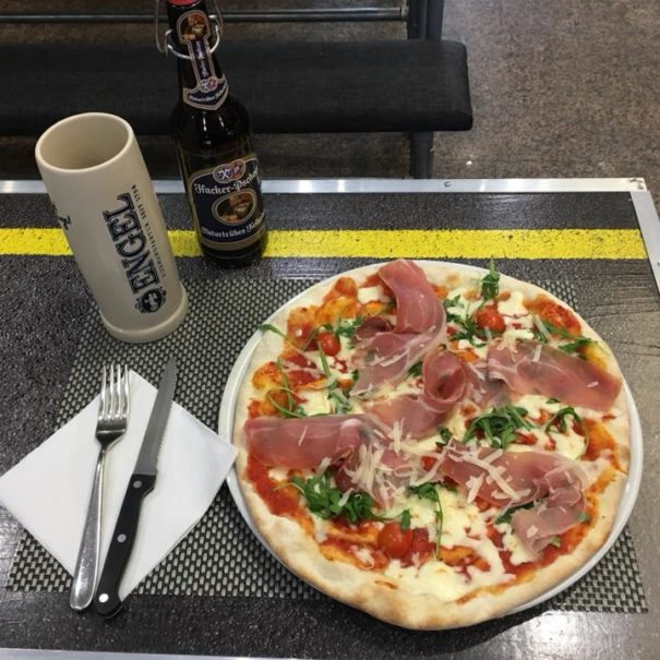 Mangia al Don Navarro pub sotto la sosta navarra