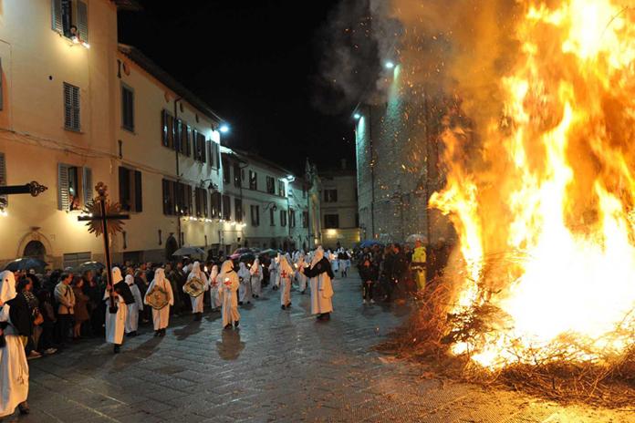 processione del Cristo morto a Gubbio